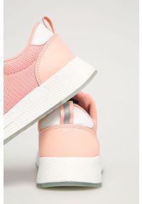 Różowe buty sportowe Tommy Jeans na sznurówki, z okrągłym noskiem