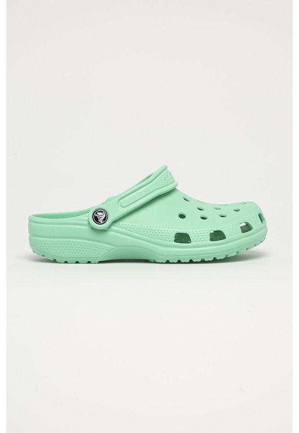 Zielone klapki Crocs bez obcasa, gładkie
