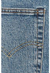 Niebieskie jeansy Levi's® na spotkanie biznesowe, w kolorowe wzory