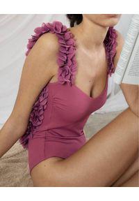 LA REVECHE - Strój jednoczęściowy Amira. Kolor: różowy, wielokolorowy, fioletowy. Materiał: tkanina, szyfon. Wzór: kwiaty, aplikacja