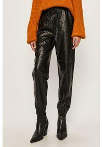 Czarne spodnie materiałowe only z podwyższonym stanem