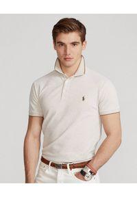 Ralph Lauren - RALPH LAUREN - Beżowa koszulka polo Birdseye Slim Stretch. Typ kołnierza: polo. Kolor: beżowy. Materiał: bawełna, prążkowany. Wzór: haft. Styl: klasyczny