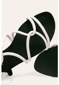 Białe sandały ANSWEAR gładkie, na klamry