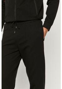 Guess - Spodnie. Kolor: czarny. Materiał: dzianina. Wzór: gładki