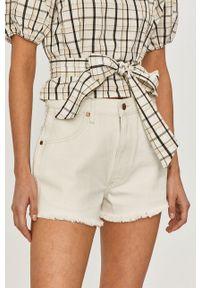 Wrangler - Szorty jeansowe. Okazja: na co dzień. Stan: podwyższony. Kolor: biały. Materiał: jeans. Wzór: gładki. Styl: casual