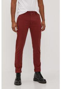 Levi's® - Levi's - Spodnie. Okazja: na spotkanie biznesowe. Kolor: czerwony. Materiał: tkanina, bawełna. Wzór: gładki. Styl: biznesowy
