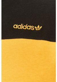 Żółty t-shirt adidas Originals z okrągłym kołnierzem, z aplikacjami
