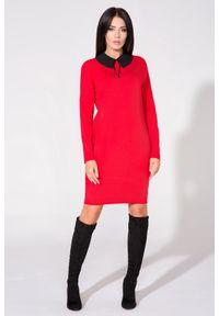 Tessita - Czerwona Sukienka z Dołączonym Kołnierzykiem. Kolor: czerwony. Materiał: bawełna, poliester, elastan