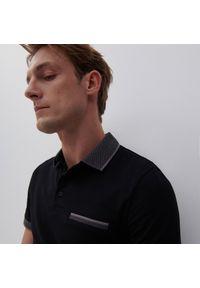 Reserved - Koszulka polo z bawełnianej dzianiny - Czarny. Typ kołnierza: polo. Kolor: czarny. Materiał: bawełna, dzianina