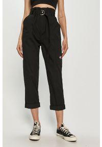 Tommy Jeans - Spodnie. Okazja: na co dzień. Stan: podwyższony. Kolor: czarny. Materiał: bawełna, tkanina. Styl: casual