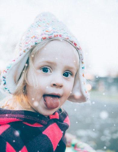 dziewczynka w zimowej czapce