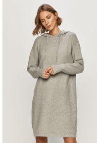 Szara sukienka Vero Moda na co dzień, z kapturem, prosta