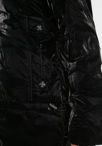 Born2be - Czarna Kurtka Dhono. Kolor: czarny. Wzór: aplikacja
