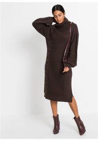 Sukienka dzianinowa w warkocze bonprix ciemnobrązowy. Typ kołnierza: golf. Kolor: brązowy. Materiał: dzianina. Długość rękawa: długi rękaw. Sezon: zima