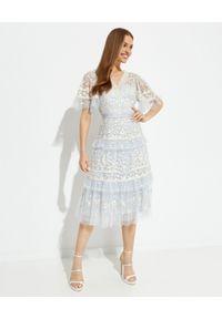 NEEDLE & THREAD - Sukienka midi Francine. Kolor: niebieski. Wzór: haft, aplikacja. Typ sukienki: rozkloszowane. Długość: midi