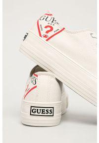 Białe tenisówki Guess Jeans z cholewką, z okrągłym noskiem, na sznurówki