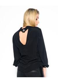 CRISTINAEFFE - Czarna koszula z wycięciem na plecach. Okazja: do pracy. Kolor: czarny. Materiał: jedwab, materiał. Długość rękawa: długi rękaw. Długość: długie. Wzór: aplikacja. Styl: elegancki, klasyczny