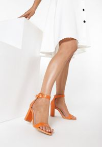 Pomarańczowe sandały Born2be