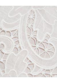 ZIMMERMANN - Białe spodenki Lulu. Stan: podwyższony. Kolor: biały. Materiał: bawełna, koronka. Wzór: haft, aplikacja