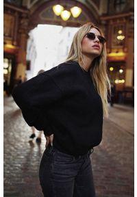 MUUV - Bluza bawełniana Soft Touch. Kolor: czarny. Materiał: bawełna. Długość rękawa: długi rękaw. Długość: długie