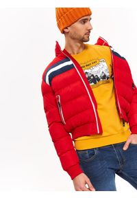 Czerwona kurtka TOP SECRET w kolorowe wzory, ze stójką