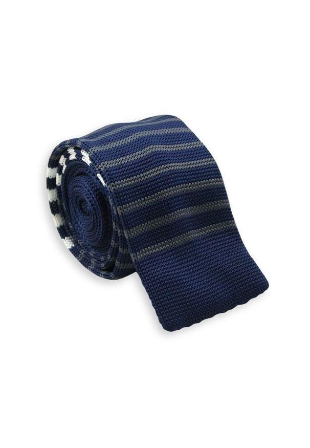 Dziergany Krawat Męski Knit w Cienkie Białe Pasy -5,5cm- Chattier, Granatowy. Kolor: niebieski. Materiał: poliester. Wzór: paski, prążki. Styl: sportowy