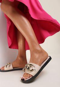 Renee - Beżowe Klapki Andrielez. Nosek buta: otwarty. Kolor: beżowy. Materiał: guma. Wzór: gładki, aplikacja