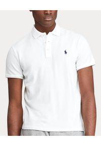 Ralph Lauren - RALPH LAUREN - Biała koszulka z logo Regular Fit. Typ kołnierza: polo. Kolor: biały. Materiał: bawełna, prążkowany. Wzór: haft. Styl: sportowy