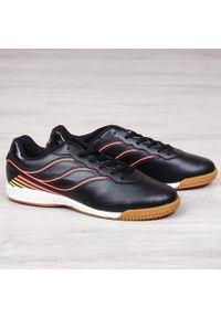 Buty sportowe męskie halówki czarne Atletico. Kolor: wielokolorowy, pomarańczowy, czarny. Materiał: skóra ekologiczna