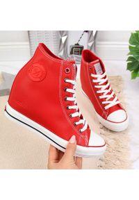 Trampki na koturnie czerwone Cross Jeans II2R4026C. Kolor: czerwony. Materiał: skóra ekologiczna. Sezon: lato. Obcas: na koturnie