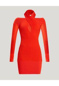HERVE LEGER - Czerwona sukienka mini. Kolor: czerwony. Materiał: tkanina. Długość rękawa: długi rękaw. Typ sukienki: dopasowane, z odkrytymi ramionami. Długość: mini