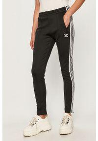 adidas Originals - Spodnie. Kolor: czarny. Materiał: dzianina