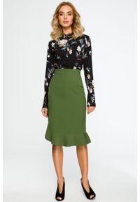 e-margeritka - Elegancka spódnica ołówkowa z falbaną zielona - s. Stan: podwyższony. Kolor: zielony. Materiał: poliester, materiał, elastan. Wzór: gładki, aplikacja. Styl: elegancki