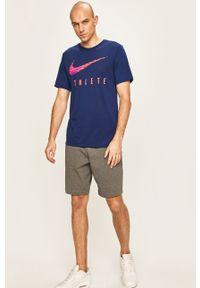 Niebieski t-shirt Nike na co dzień, z nadrukiem
