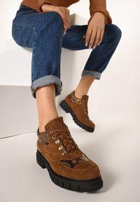 Born2be - Camelowe Botki Vineyard. Nosek buta: okrągły. Zapięcie: sznurówki. Materiał: skóra, futro. Szerokość cholewki: normalna. Wzór: aplikacja, nadruk. Obcas: na platformie. Styl: klasyczny
