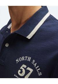 North Sails - NORTH SAILS - Granatowa koszulka polo z haftem. Typ kołnierza: polo. Kolor: niebieski. Materiał: bawełna. Wzór: haft