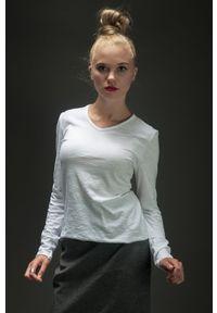 Biała bluzka Hultaj Polski z dekoltem w serek, długa, z długim rękawem