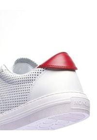 MONCLER - Białe tenisówki New Monaco. Nosek buta: okrągły. Zapięcie: sznurówki. Kolor: biały. Materiał: guma. Wzór: ażurowy, nadruk. Sport: tenis