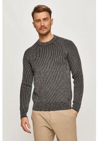 Szary sweter na co dzień, casualowy
