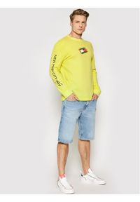 Tommy Jeans Longsleeve Tjm Small Flag Box Logo DM0DM10240 Żółty Regular Fit. Kolor: żółty. Długość rękawa: długi rękaw