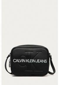 Calvin Klein Jeans - Torebka. Kolor: czarny. Rodzaj torebki: na ramię