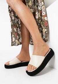 Born2be - Beżowe Klapki Resee. Nosek buta: okrągły. Kolor: beżowy. Materiał: jeans. Obcas: na platformie. Styl: klasyczny
