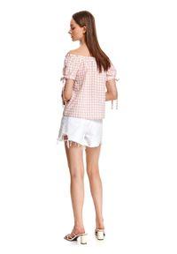 TOP SECRET - Bluzka z odkrytymi ramionami w kratkę vichy. Kolor: różowy. Materiał: bawełna, tkanina. Długość: krótkie. Wzór: kratka. Sezon: lato. Styl: wakacyjny