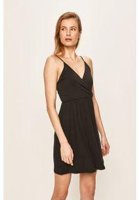 Czarna sukienka Volcom prosta, casualowa