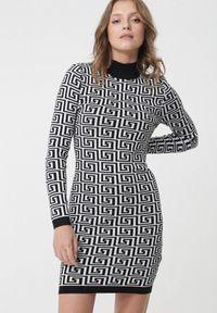 Born2be - Czarno-Biała Sukienka Leichhardt. Typ kołnierza: golf. Kolor: biały. Materiał: dzianina. Wzór: geometria. Sezon: lato. Typ sukienki: dopasowane. Styl: retro. Długość: mini
