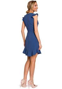 MOE - Koktajlowa sukienka mini z falbanką u dołu. Materiał: tkanina, elastan, materiał. Typ sukienki: dopasowane. Styl: wizytowy. Długość: mini