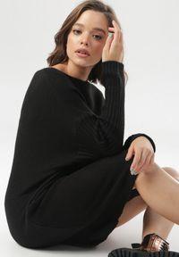 Czarny sweter Born2be
