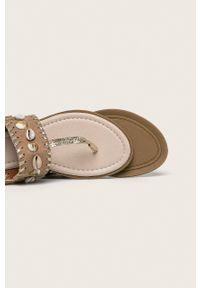 Beżowe sandały Haily's na klamry