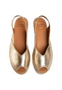 Złote sandały Toni Pons na obcasie, na średnim obcasie