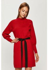 Czerwona sukienka Silvian Heach z długim rękawem, casualowa